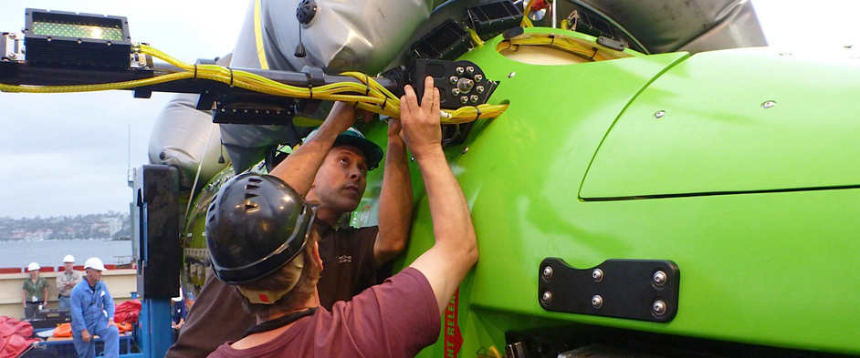 Photo: Team working on DEEPSEA CHALLENGER