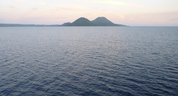 Photo: Approaching Crater Peninsula at dawn